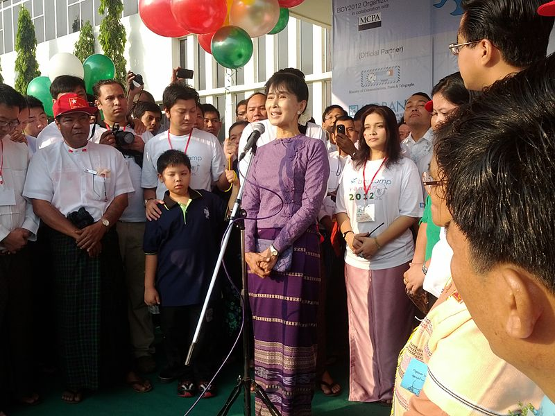800px-Aung_San_Suu_Kyi_opening_speech_at_BarCamp_Yangon_2012